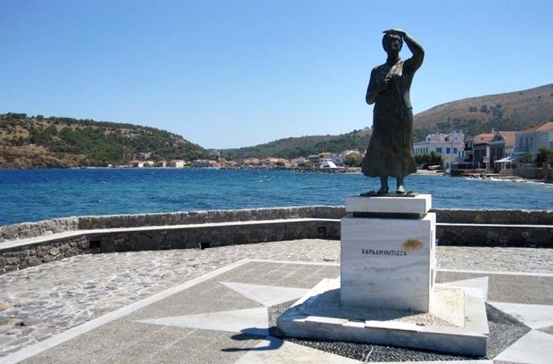 kardamyla-denizci-heykeli